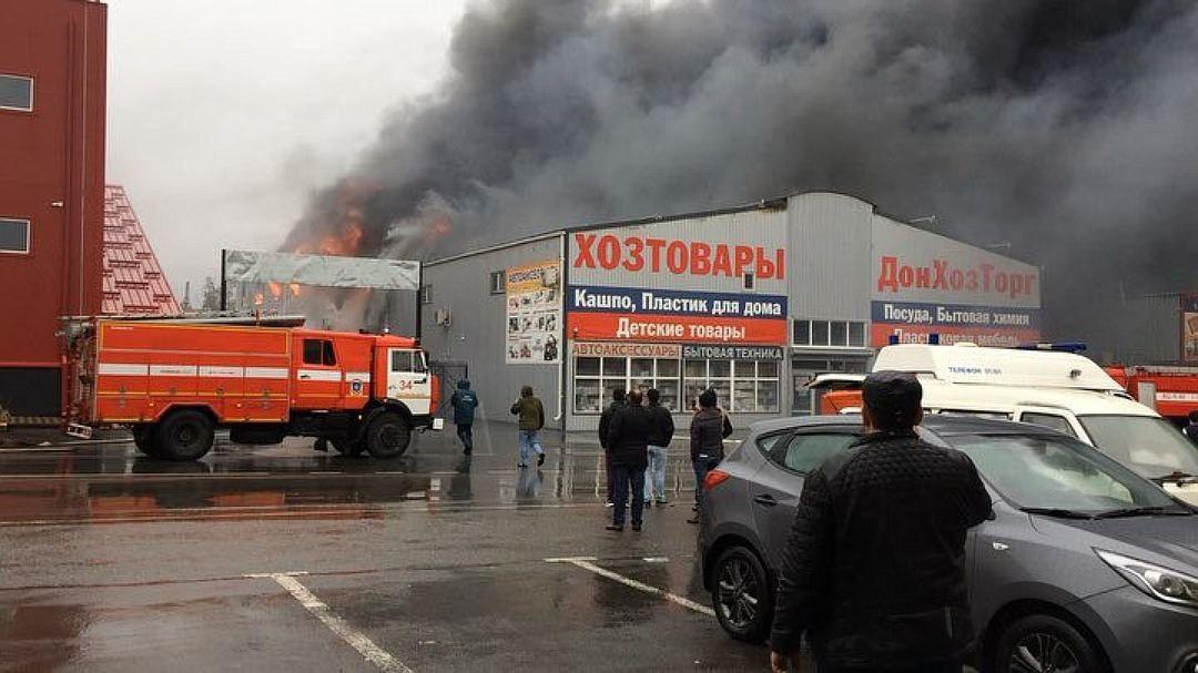 В донском МЧС сообщили о ликвидации пожара на рынке «Атлант»