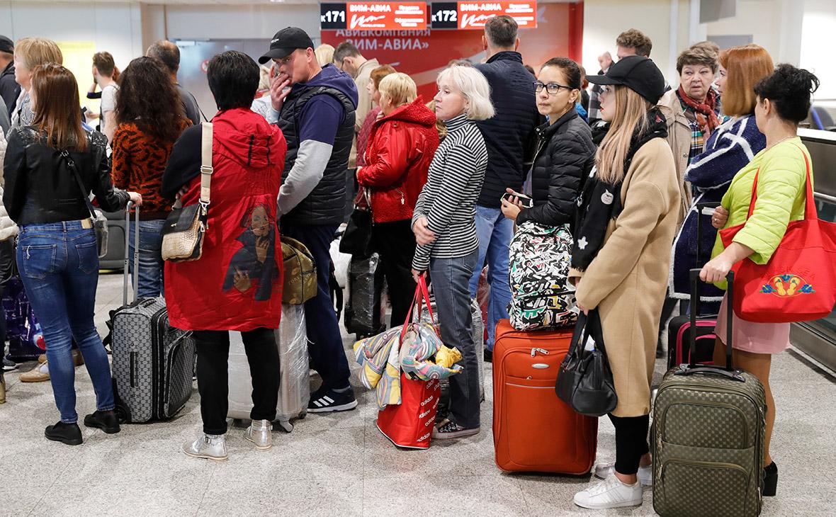 Турфирмы за свой счет вернут домой туристов с билетами «ВИМ-Авиа»