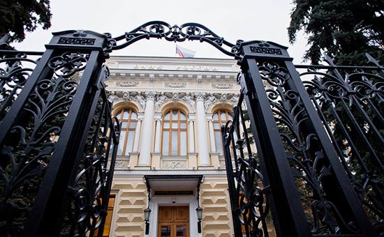 Банк России впервые за полгода снизил ключевую ставку