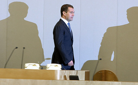 «Не прятаться подкрылом»: почемувДуме иСовфеде критикуют Медведева