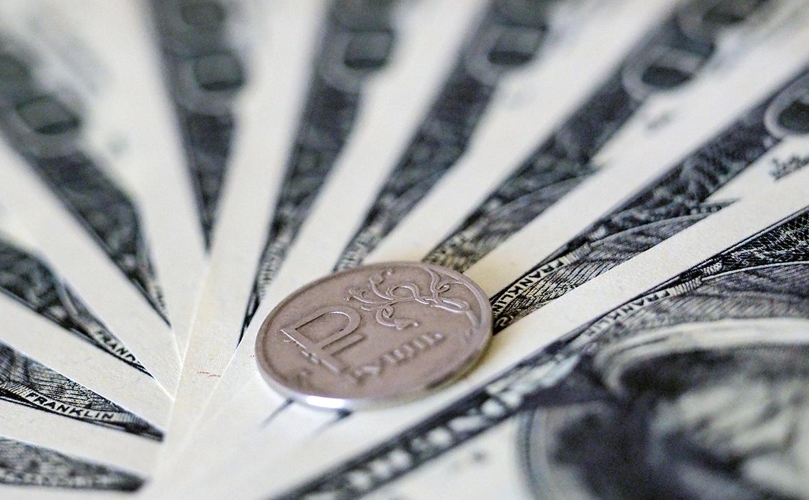 Минфин и Счетная палата поспорили об эффекте закупок валюты для рубля