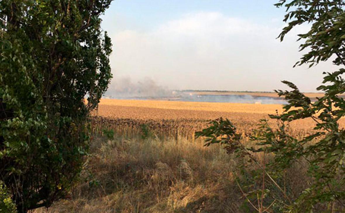 В Донецкой области из-за пожара в полях загорелся военный склад