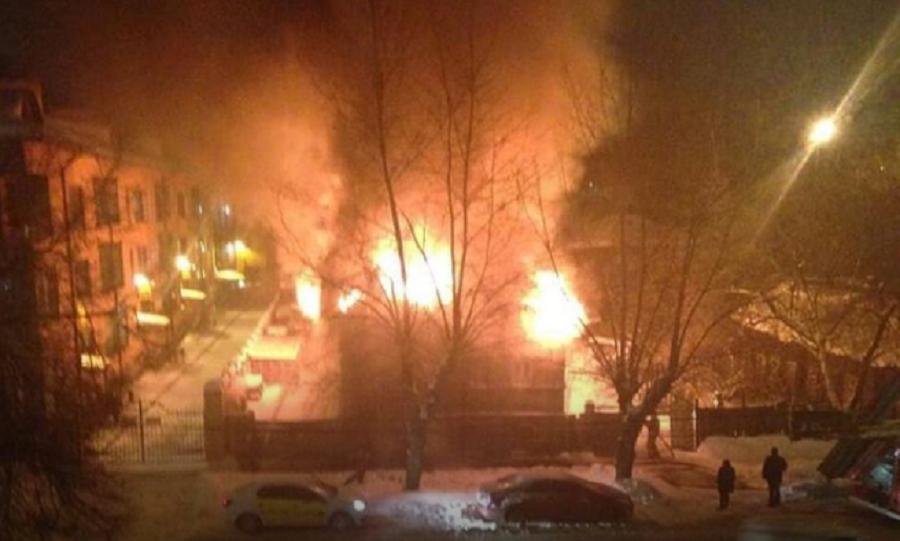 В центре Перми загорелся жилой дом
