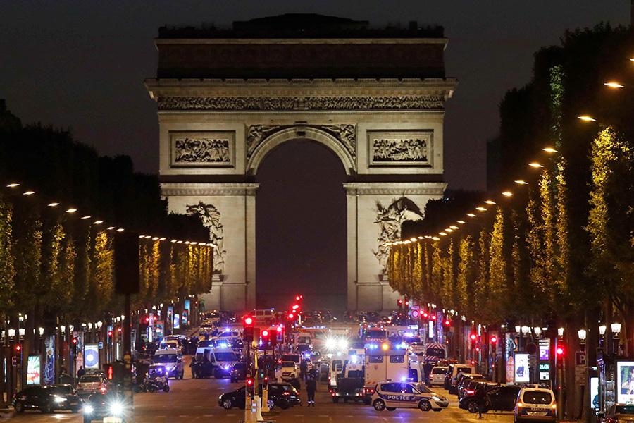 Картинки по запросу нападение на полицейских в париже