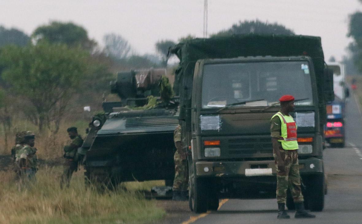 Главнокомандующий армией Зимбабве предъявил президенту четыре требования