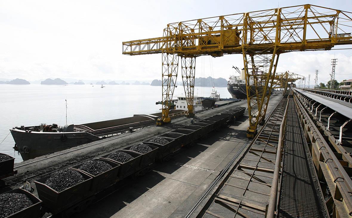 WSJ узнала об экспорте угля из КНДР во Вьетнам в обход санкций