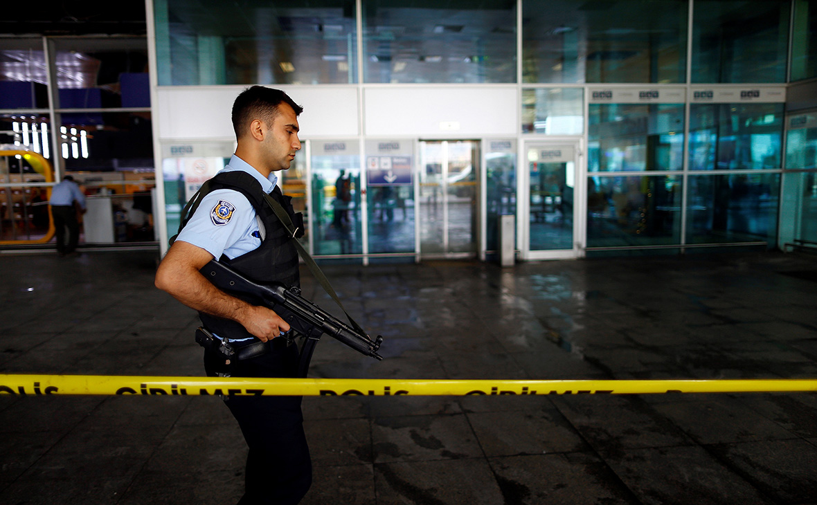 Аэропорт Ататюрка закрыли из-за крушения частного самолета