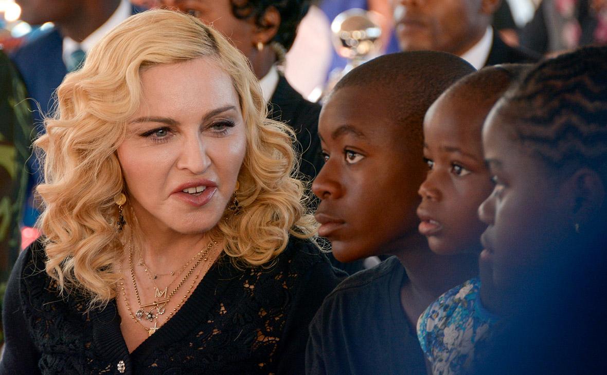 Издатель MailOnline заплатит Мадонне за ущерб от вторжения в личную жизнь