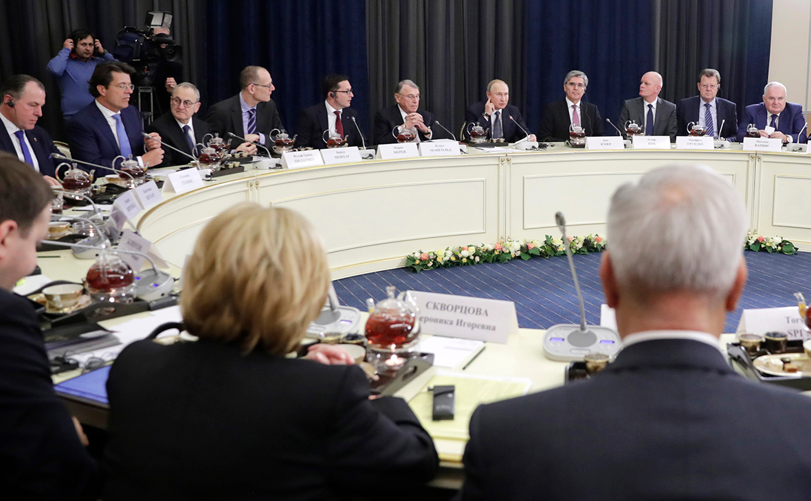 Путин пообещал немецкому бизнесу сохранить транзит газа через Украину