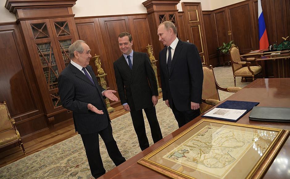 Путин подарил Шаймиеву карту древней Тартарии