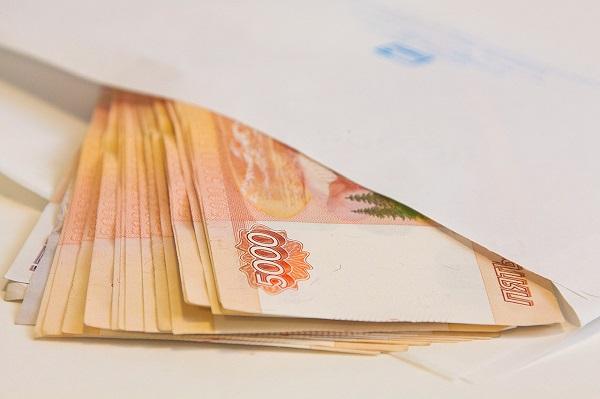 Тюменский депутат, скандаливший из-за зарплаты, снова требует денег