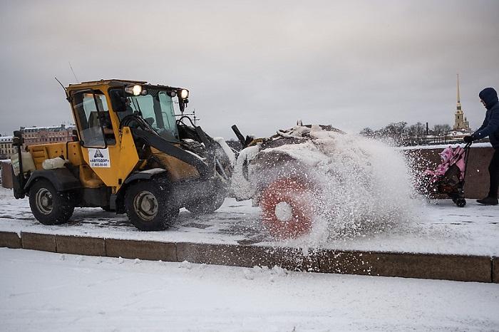 Синоптики оценили вероятность продолжения снегопада в Петербурге