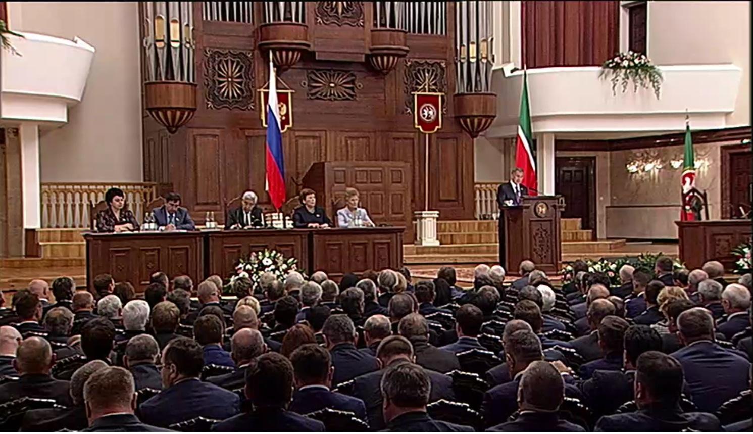 Минниханов поручил к 100-летию ТАССР открыть архивы Татарстана