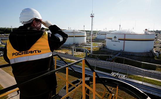 «Роснефть» объяснила санкциями продажу доли витальянском НПЗ