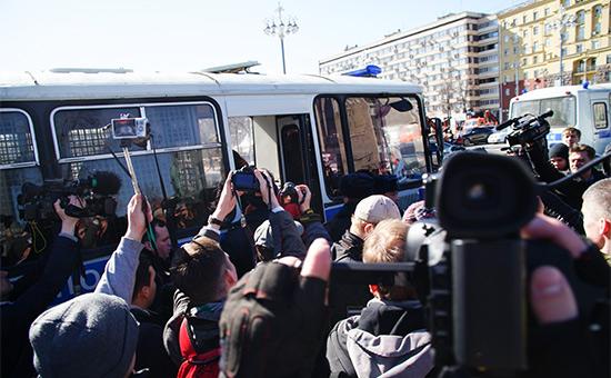 Участники акции противкоррупции вМоскве сообщили омассовых задержаниях