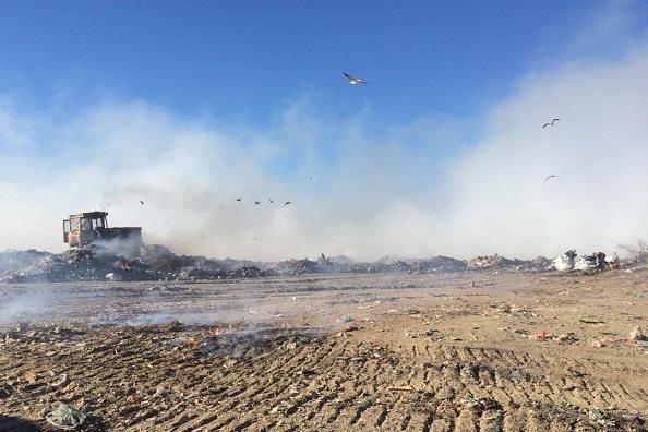 Дым над городом: в Таганроге третий день тушат возгорание на свалке