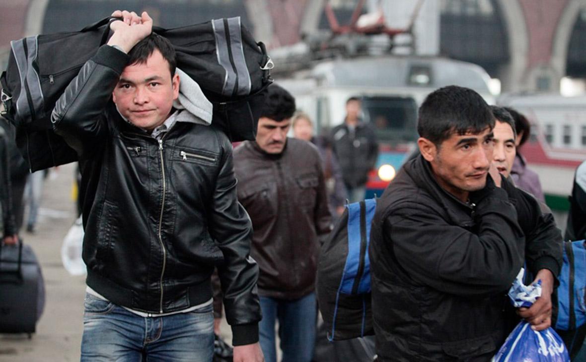 Гражданам Узбекистана позволили выезжать за границу без спецразрешений