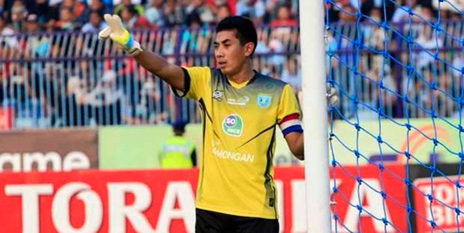 Вратарь индонезийской команды умер после столкновения с одноклубником
