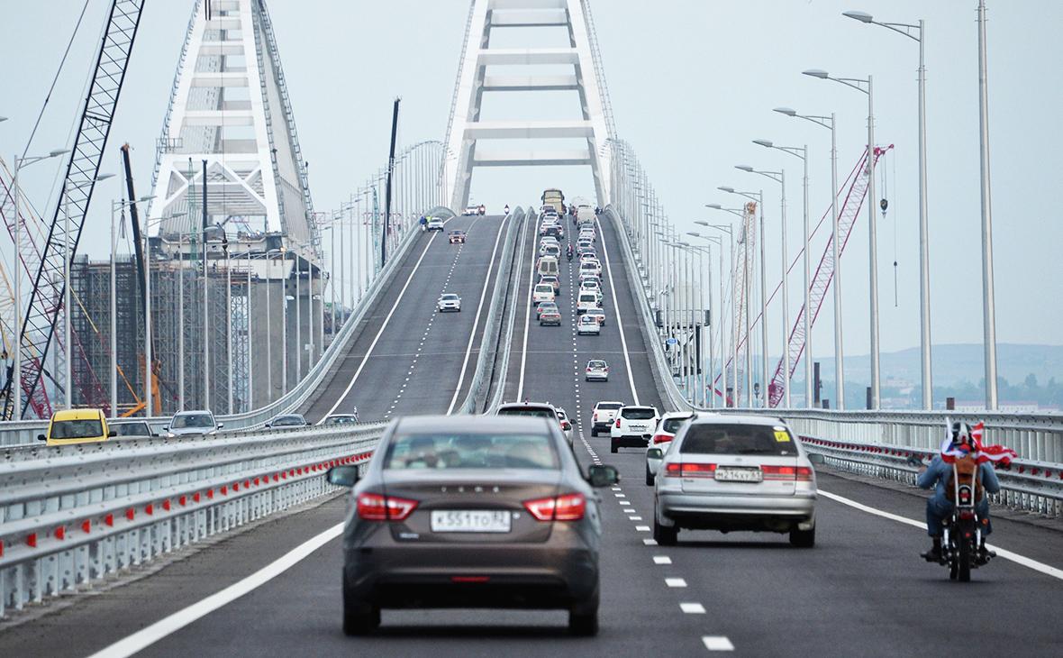 На Керченском мосту произошла первая авария.