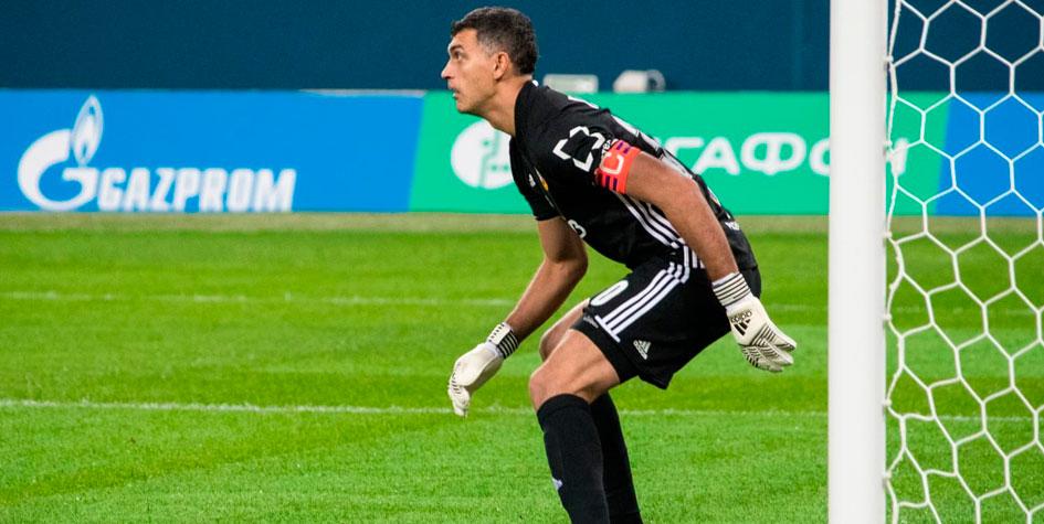 Вратарь тульского «Арсенала» раскритиковал поле на «Зенит Арене»