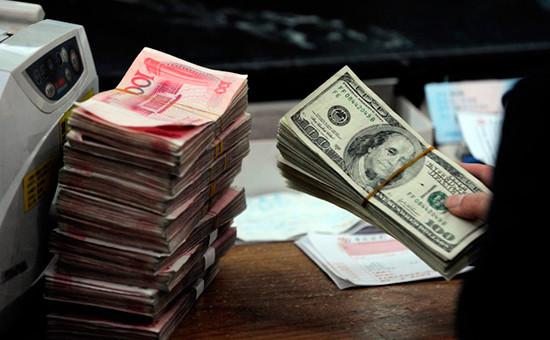 СМИ узнали о распоряжении Пекина ограничить продажу долларов