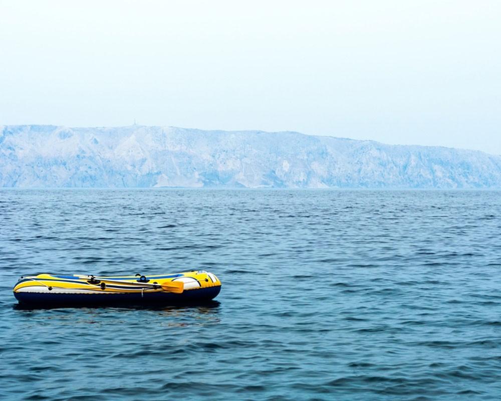на надувной лодке в баренцевом море