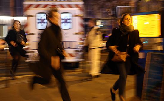 Сотни людей впанике покинули площадь Республики вПариже