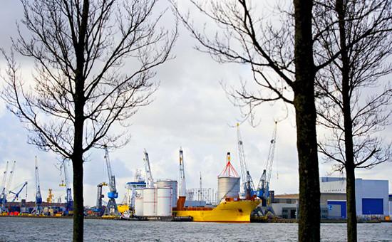 Нефтяные танкеры вРоттердаме встали всамую длинную засемь лет пробку