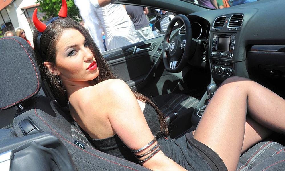 erotichnie-foto-v-avtomobilyah-shkoda