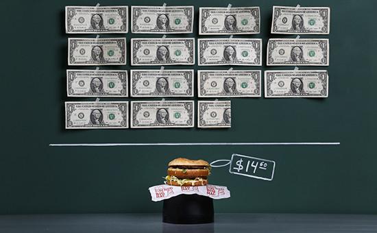 The Economist назвал справедливый курс рубля по«индексу бигмака»