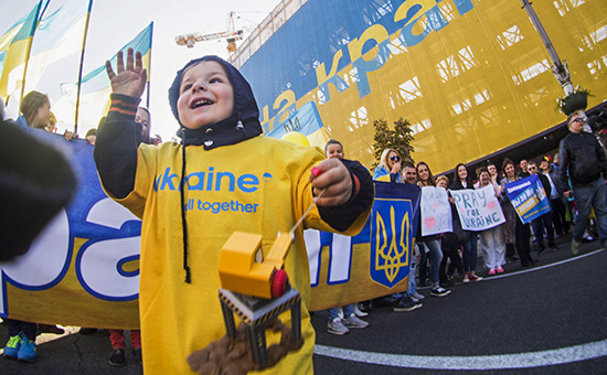 Fitch понизило рейтинг Украины доуровня «дефолт неизбежен»
