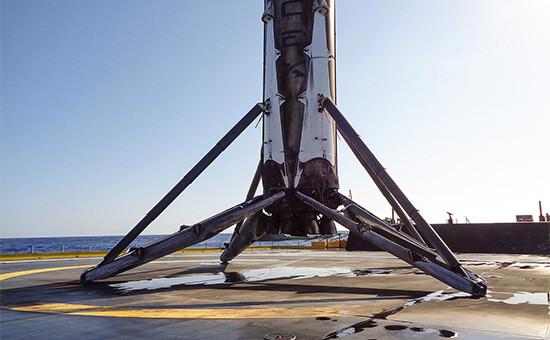 SpaceX третий раз подряд посадила ступень Falcon 9 на морскую платформу