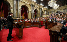 <p>Карлес Пучдемон во время выступления перед парламентом. 10 октября 2017 года</p>  <p></p>