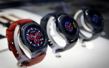 <p>Часы Samsung Gear S3 на выставке CES 2017 в Лас-Вегасе. 5 января 2017 года</p>  <p></p>  <p></p>