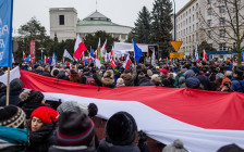 <p>Демонстрация оппозиционных правительству партий вВаршаве. Декабрь 2016 года</p>