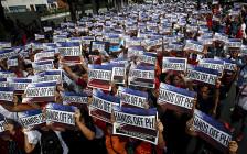 <p>Филиппинские активисты вовремя демонстрации из-заспоров обакватории иостровах вЮжно-Китайском море, июнь 2015 года</p>  <p></p>