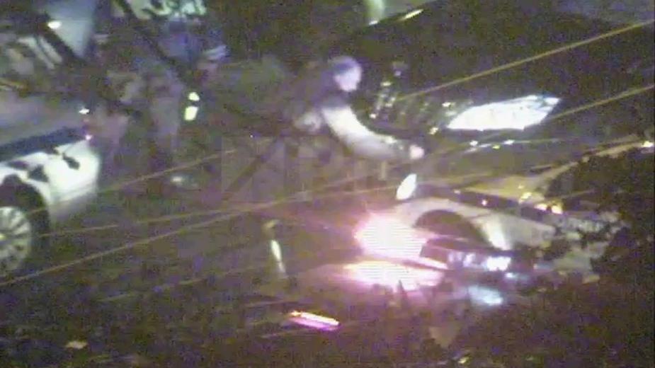 Появилось видео скручивания номеров АМР со сбившего полицейского Mercedes