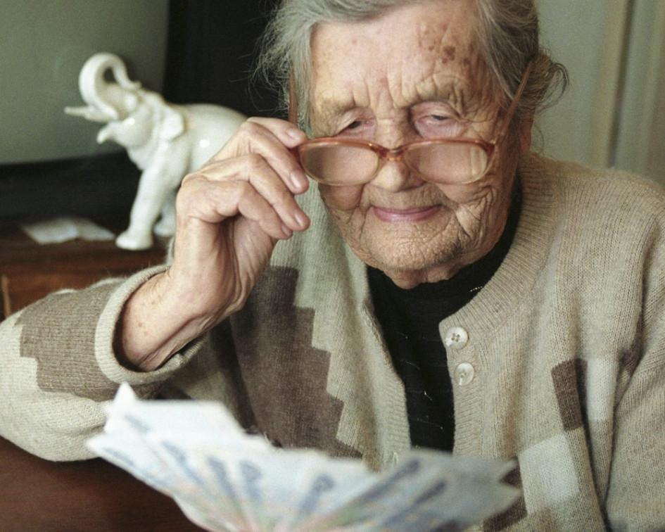 Когда нужно уволиться работающему пенсионеру чтобы получить индексацию