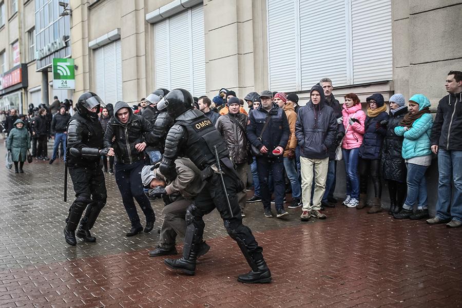 """Yeni """"Maydan ssenarisi""""- Minski kim qarışdırır: Rusiya, yoxsa Qərb?"""