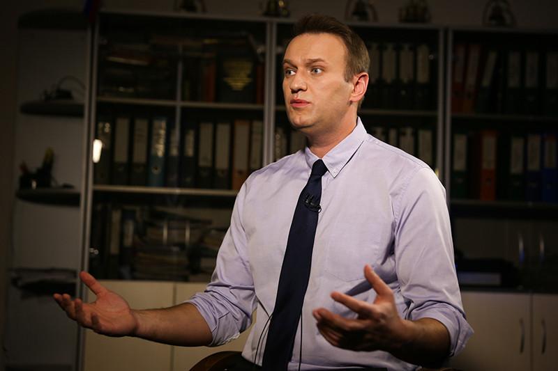 Навальный: Здесь на морозе проходят митинги и голосуют за коммунистов