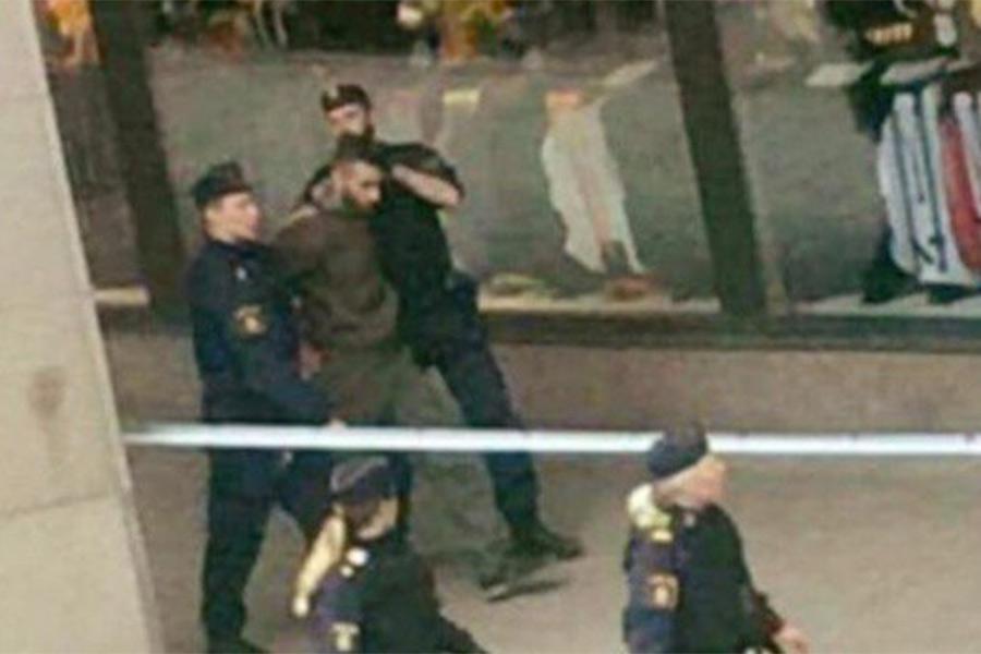 Теракт вСтокгольме: момент атаки попал навидео