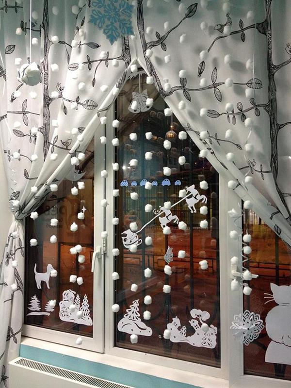 Как украсить окно к новому году своими руками с фото