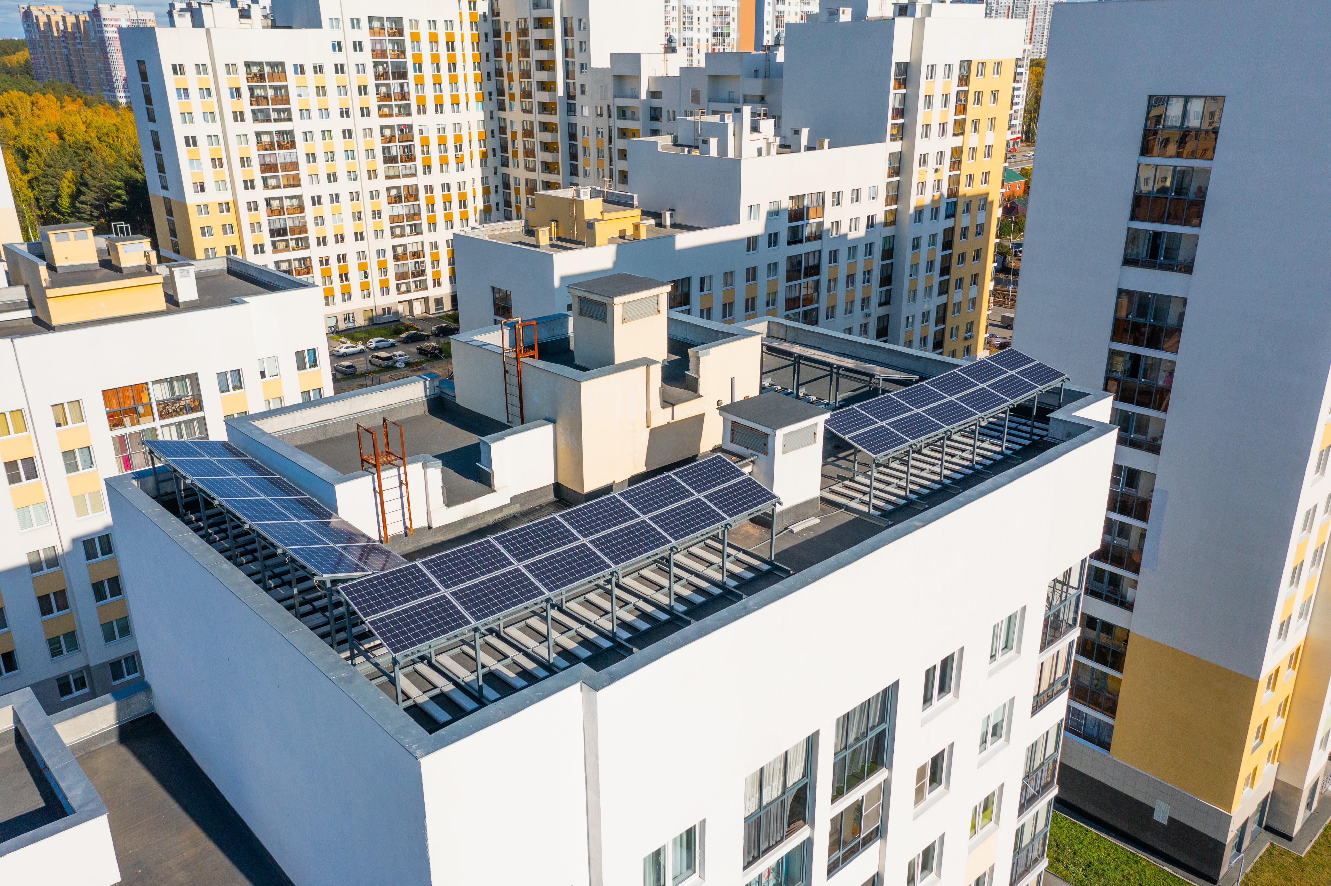 Солнечная электростанция на крыше. Фото предоставлено компанией «Кортрос»