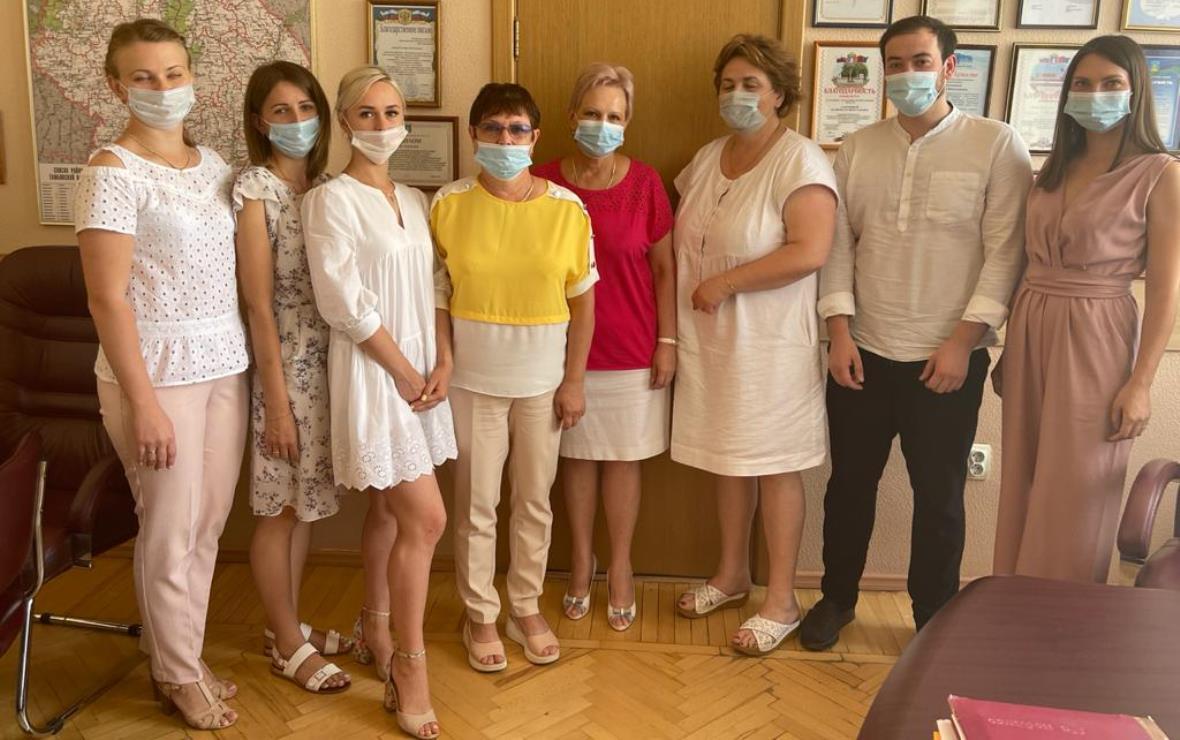 Начальник управления здравоохранения области Марина Лапочкина подписала соглашения с семью медиками муниципальных больниц (Фото: пресс-служба администрации Тамбовской области)