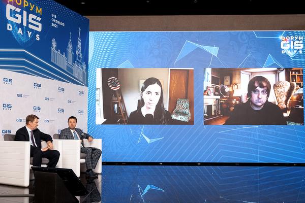 Участники паблик-ток: Валентин Макаров, ведущий Роман Герасимов, по видео-связи Марина Могилко и Максим Чеботарев.