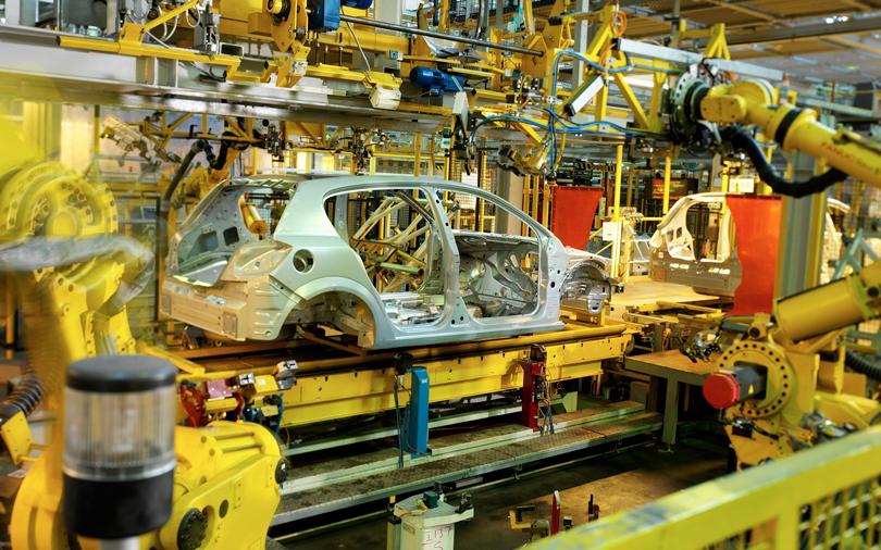 Сборка машины на конвейере прогресс редуктора для транспортера навозоудаления