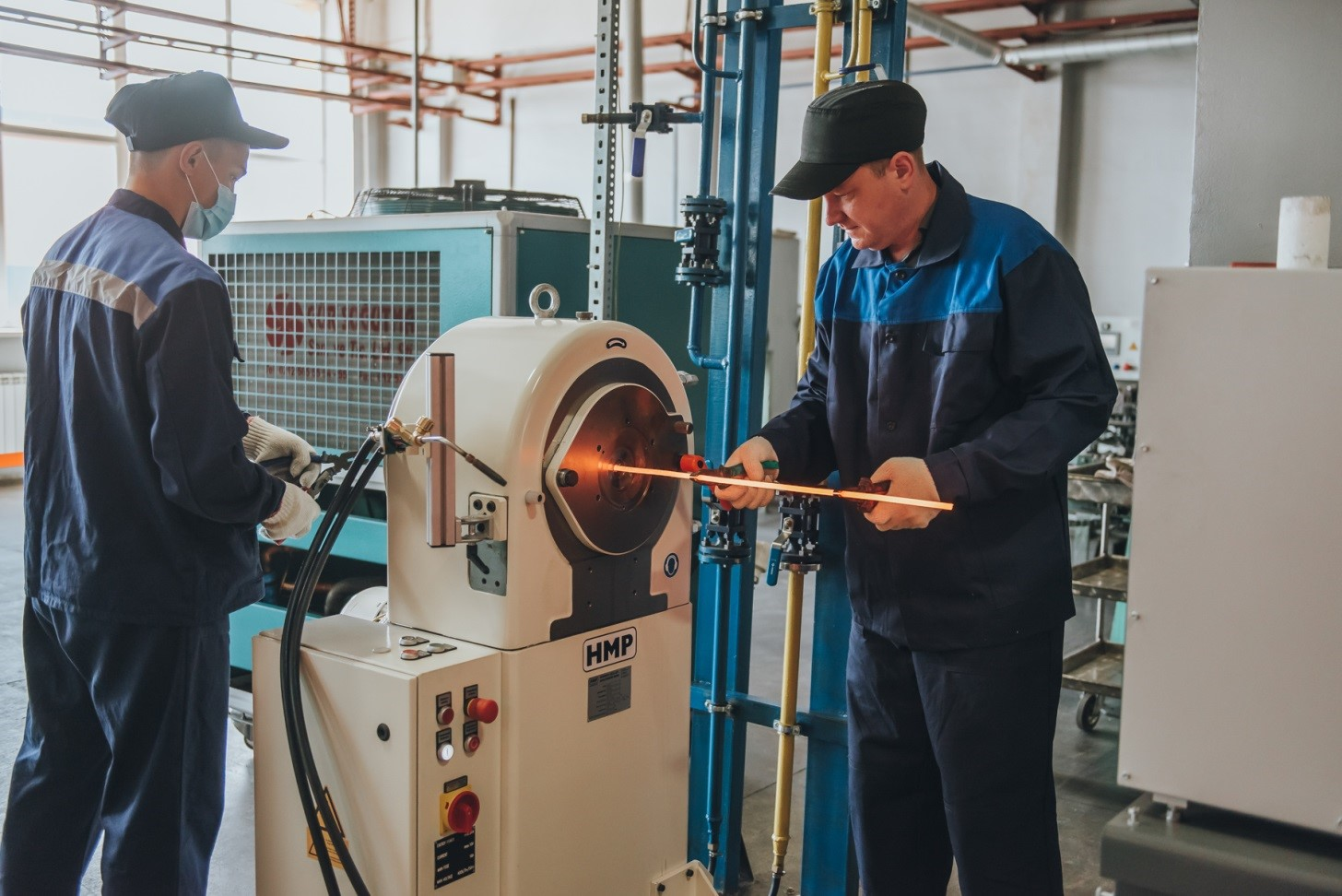 Ротационно-ковочный комплекс предназначен для ковки прутков из иридия и родия. Он позволит улучшить качество тянутой заготовки для проволоки, применяемой в каталитических системах АО «ЕЗ ОЦМ» и автомобильных свечах зажигания.
