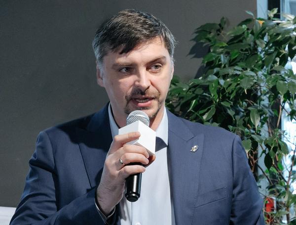 Роман Тарасенков (Группа «Эталон» )