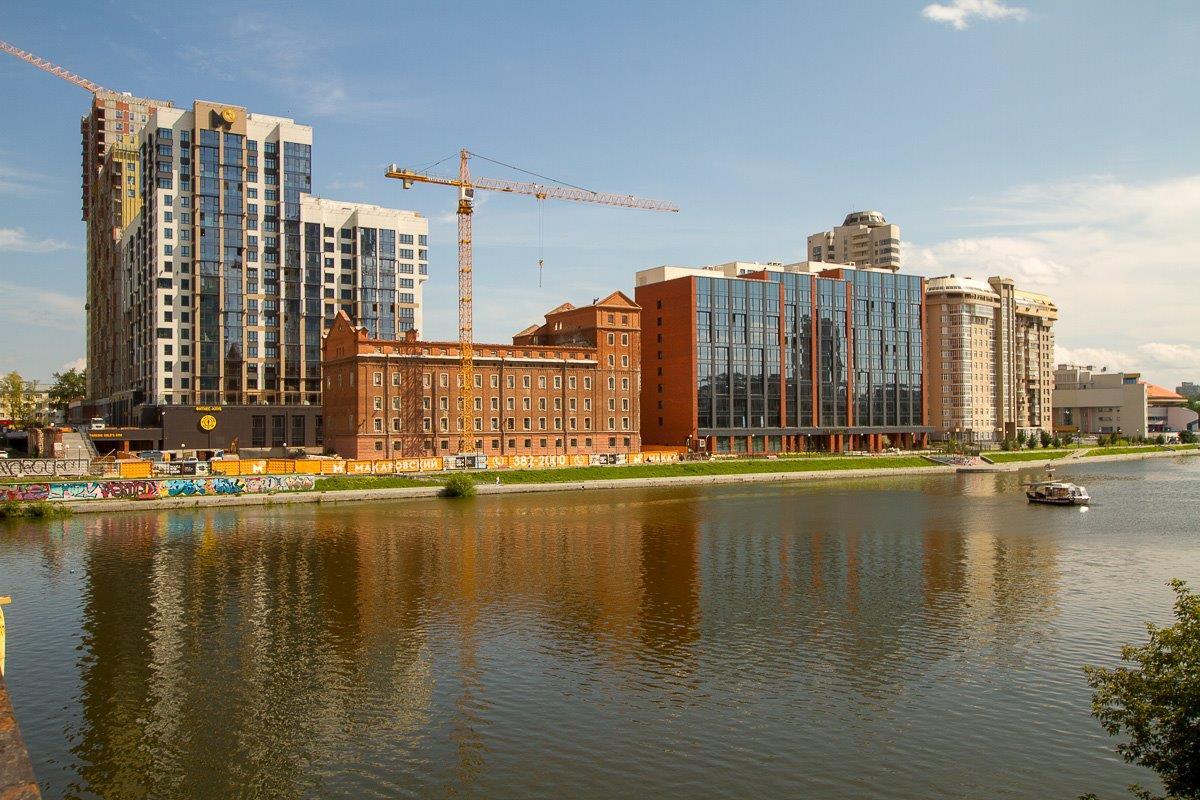 В ЖК входят два памятника архитектуры – реконструированные и интегрированные в жилой комплекс Симановская мельница и здание лаборатории.