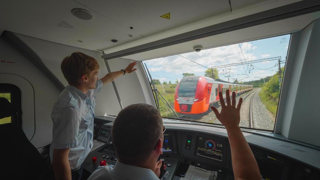 Комфортные условия в поезде созданы не только для пассажиров: машинисты отмечают высокотехнологичную систему управления и удобную, эргономичную кабину электропоезда.